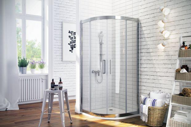 Jaką kabinę wybrać do małej łazienki? W niewielkich wnętrzach świetnie sprawdzą się modele półokrągłe. Zobacz 5 z nich!