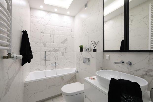 Duet czerni i bieli to najbardziej elegancka i ponadczasowa kompozycja. Zobaczcie jak pięknie prezentuje się w polskich łazienkach!