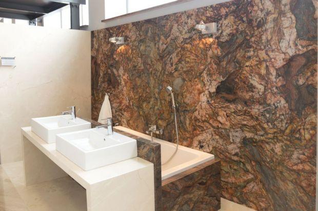 Naturalny kamień to zdecydowanie jeden z najszlachetniejszych materiałów wykończeniowych, na jaki możemy się zdecydować w aranżacji łazienki.