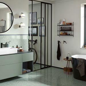 Meble łazienkowe z kolekcji Finion marki Villeroy&Boch z frontami w kolorze szarozielonym. Fot. Villeroy&Boch