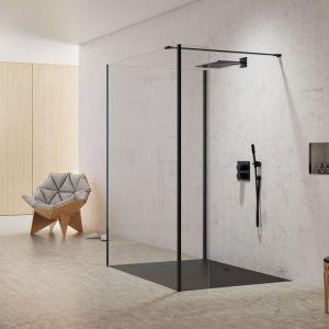 Modna strefa prysznica. Na zdjęciu kabina prysznicowa z czarnymi profilami New Modus Black marki New Trendy. Fot. New Trendy