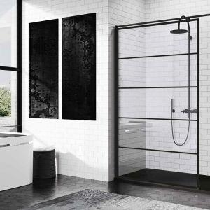 Modna strefa prysznica. Na zdjęciu kabina prysznicowa z czarnymi profilami i dekoracyjnymi pasami Kuadra H marki Novellini. Fot. Novellini
