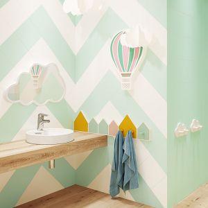 Kolor w strefie umywalki: płytki ceramiczne z kolekcji Monoblock marki Opoczno. Fot. Opoczno