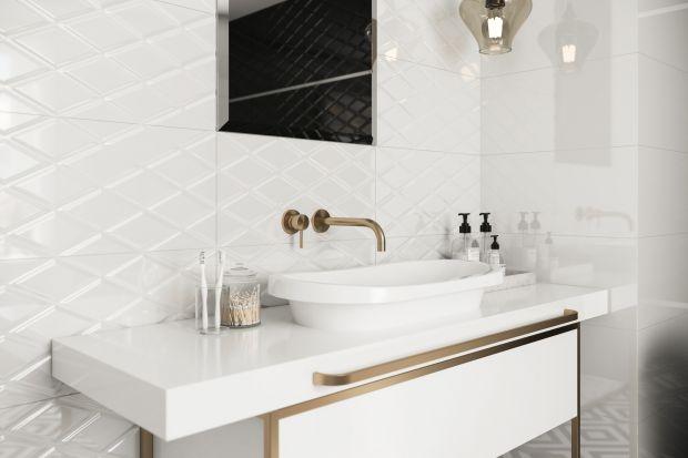 Płytki ceramiczne to klasyka gatunku jeżeli mówimy o wykończeniu ścian w łazience. Zobaczcie 5 kolekcji o błyszczącej powierzchni.