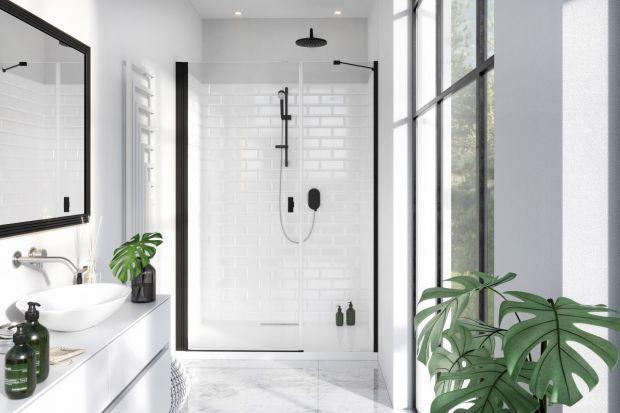Rearanżacja wnętrza utożsamiana jest zwykle ze zmianą wyglądu pomieszczenia. Nie możemy zapomnieć jednak o ważnym aspekcie, jakim jest jego funkcjonalność. Ma ona ogromny wpływ na komfort korzystania z łazienki. Jak odmienić wnętrze szybko i