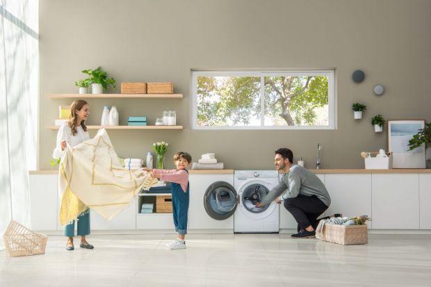 Początek roku szkolnego to gorący okres, również dla samych rodziców. Domowe czynności, typu pranie, mogą okazać się trudniejsze niż zazwyczaj wśród panującego powakacyjnego zamieszania. Dobrze jest móc wówczas polegać na sprzęcie AGD, kt