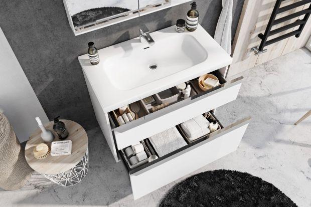 W małej łazience liczy się każdy centymetr przestrzeni. Dlatego też tak ważnym elementem jej aranżacji są wszelkie schowki i miejsca do przechowywania łazienkowych przedmiotów.