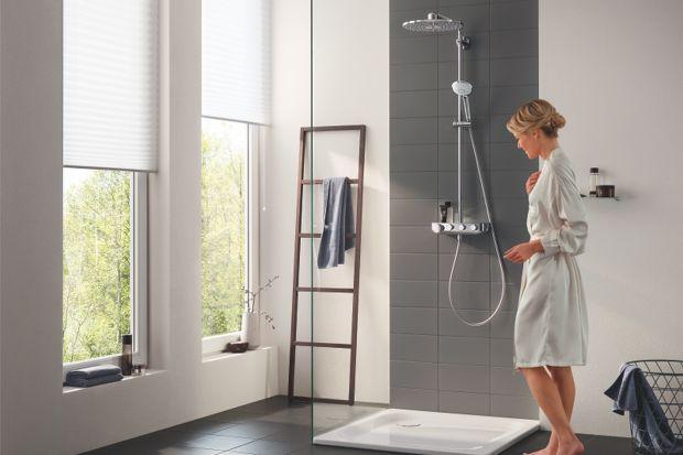 Prysznic w nowoczesnej łazience może oferować rozmaite wygody. Remontując łazienkę warto rozważyć wybór zestawu prysznicowego z baterią termostatyczną.