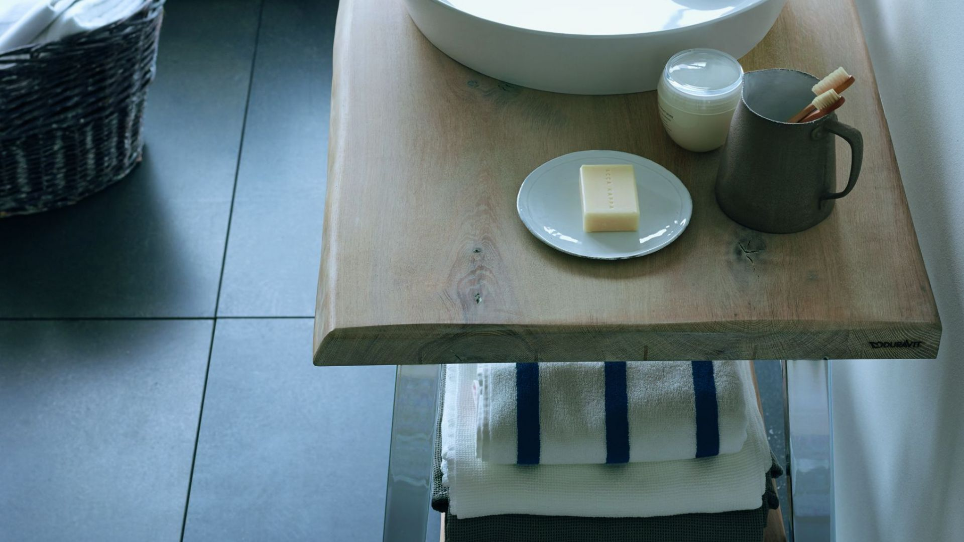 Nablatowa umywalka o okrągłym kształcie Cape Cod marki Duravit. Fot. Duravit