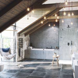 Pomysł na aranżację łazienki w stylu loft. Na zdjęciu baterie z serii Keria marki Excellent. Fot. Excellent