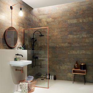 Pomysł na aranżację łazienki w stylu loft.  Na zdjęciu płytki z kolekcji Brave marki Tubądzin. Fot. Tubądzin
