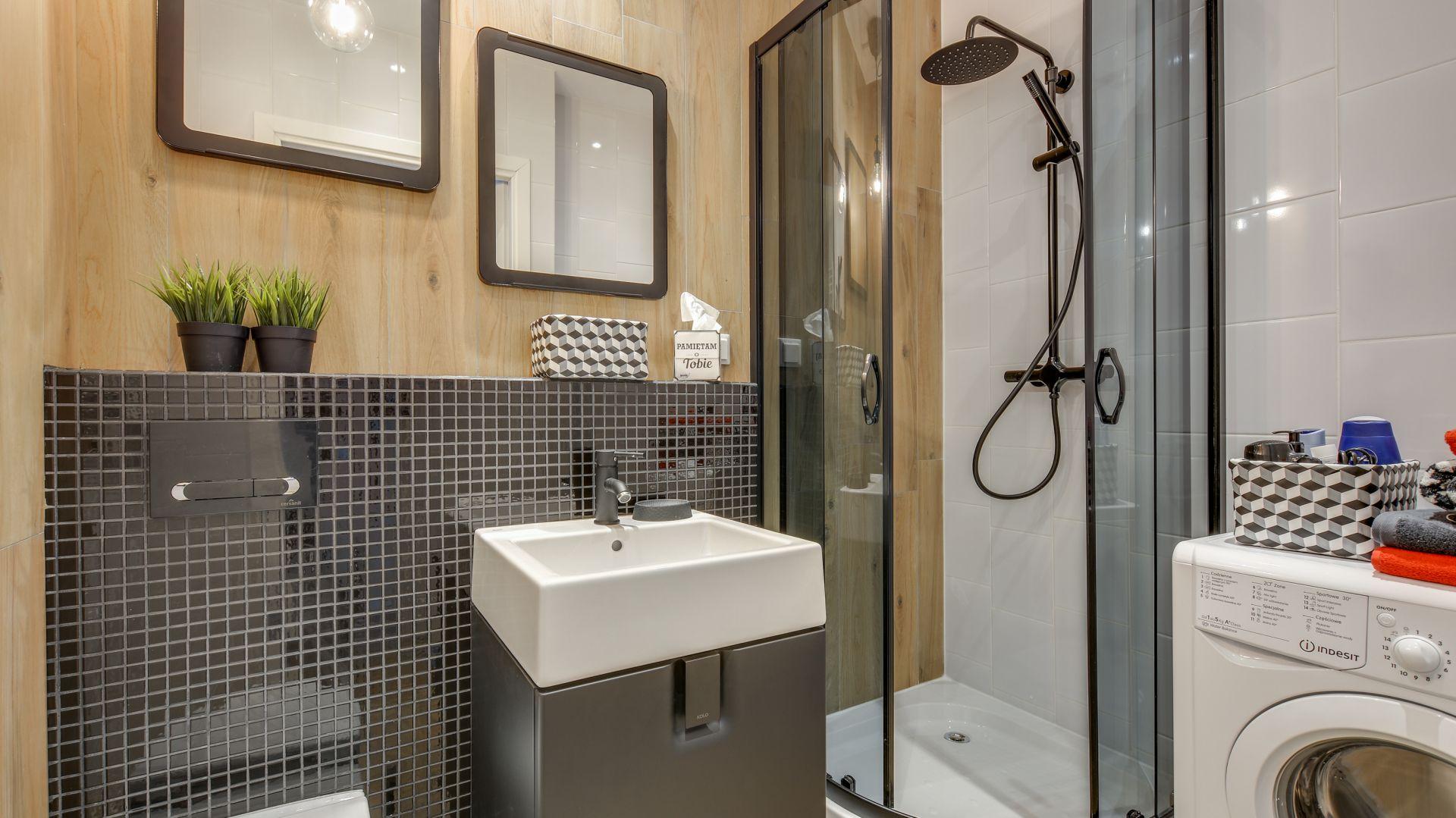 Pomysł na aranżację łazienki w stylu loft. Proj. Małgorzata Mataniak-Pakuła. Fot. Radosław Sobik