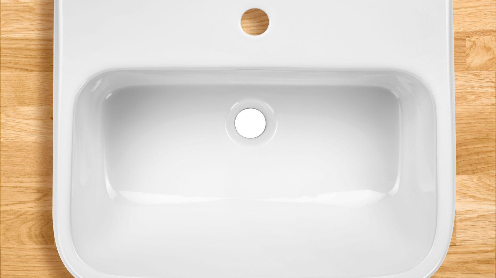 Umywalka wisząca z kolekcji Hiacynt. Fot. Deante