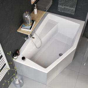 Sposób na strefę kąpieli w małej łazience: wanna narożna Vesper marki Excellent. Fot. Excellent