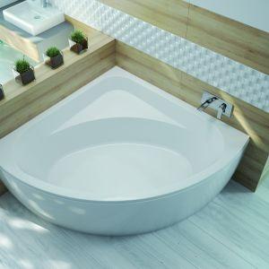 Sposób na strefę kąpieli w małej łazience: wanna WS Free Line marki Sanplast. Fot. Sanplast