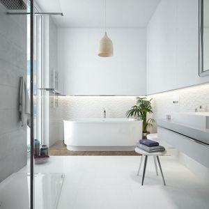 Wystarczy zastosować jasne kolory, aby wprowadzić więcej przejrzystości i sprawić, że pomieszczenie wyda się większe. Fot. Sanplast
