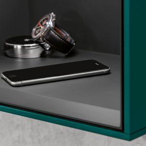 Meble łazienkowe z kolekcji Finion ze zintegrowaną indukcyjną stacją ładującą smartfona. Fot. Villeroy&Boch