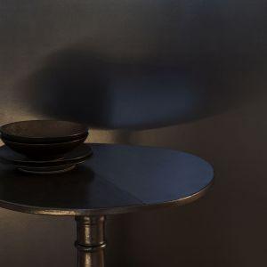 Czarna farba Liberon w łazience. Fot. Materiały prasowe Liberon