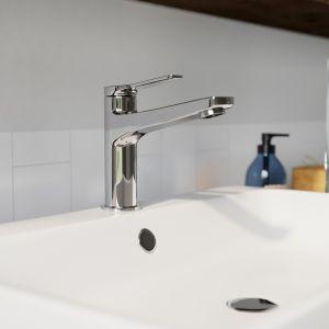 Aranżacja łazienki w stylu marynistycznym. Na zdjęciu bateria umywalkowa Stratos. Fot. Ferro