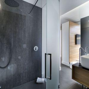 Spieki kwarcowe w łazienkach w hotelu Habitat w Katanii. Fot. Laminam