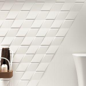 Pomysł na białą łazienkę. Geometryczne płytki z efektem 3d, np. z kolekcji Evoke od ZYX, wprowadzą do aranżacji odważną nutę nonszalancji. Fot. Materiały prasowe Greston