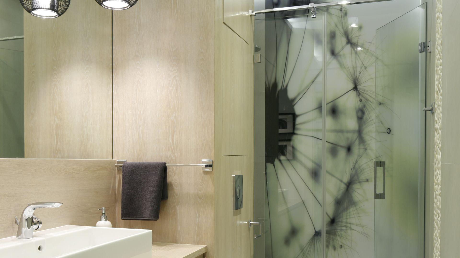 Nowoczesna strefa prysznica. Proj. Małgorzata Galewska. Fot. Bartosz Jarosz