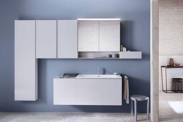 Urządzając łazienkę warto postawić na kompletne serie mebli i ceramiki, które pozwolą stworzyć spójną stylistycznie aranżację.