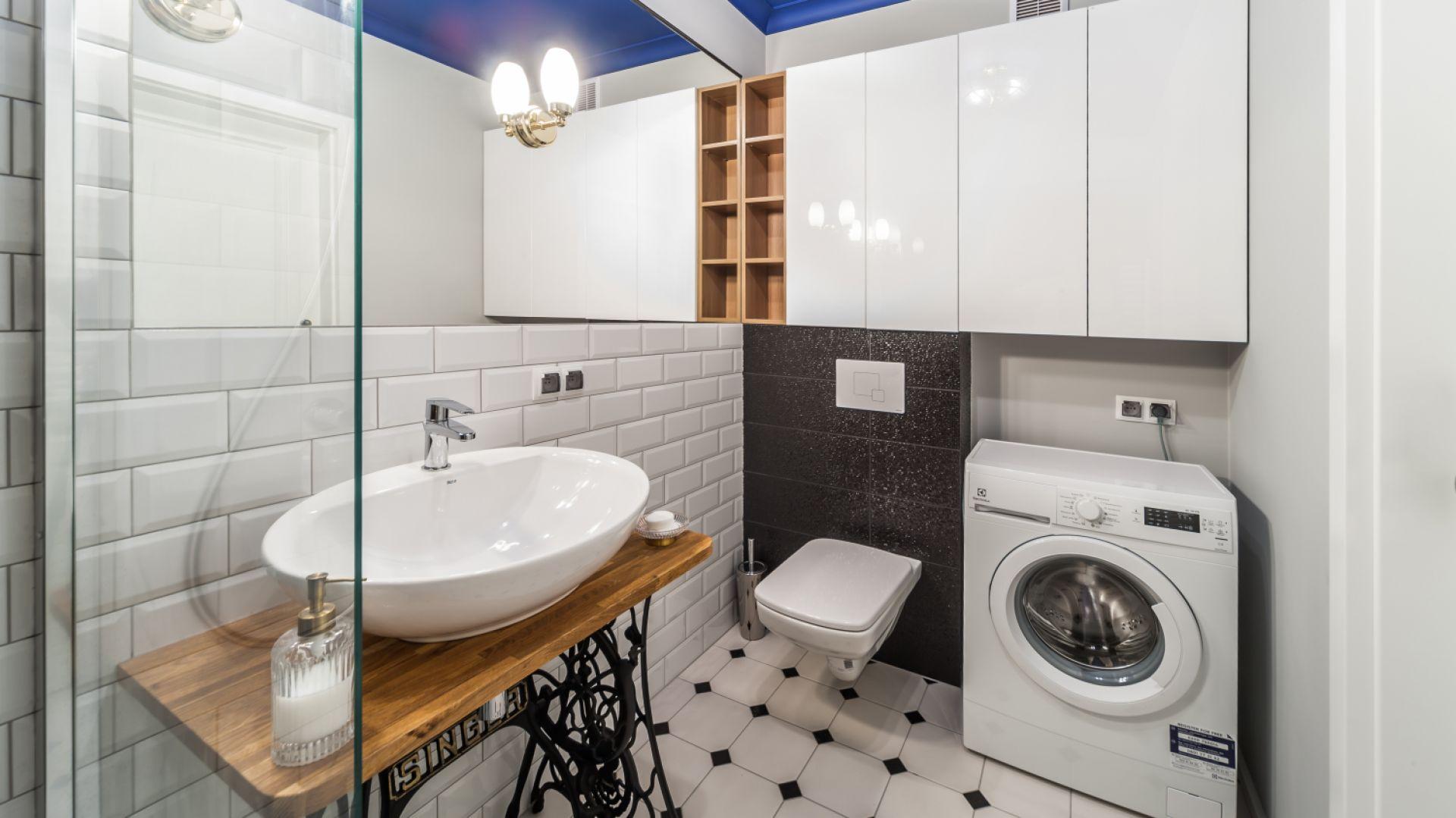 Biała łazienka. Proj. Pracownia KODO. Fot. Materiały prasowe Pracowni KODO