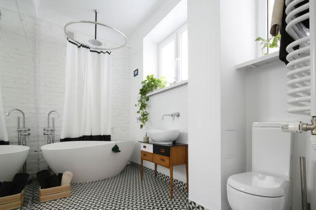 Co roku inny kolor jest okrzykiwany kolorem roku. Biel we wnętrzach pozostaje jednak tymczasowa i uniwersalna. Zobaczcie jak inni urządzili swoje łazienki w białym kolorze!