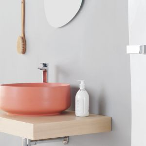 Kolorowa umywalka Cognac marki Artceram. Fot. Artceram