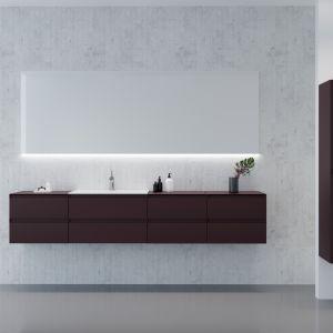 Ciemne meble łazienkowe z kolekcji Guadix marki Defra. Fot. Defra