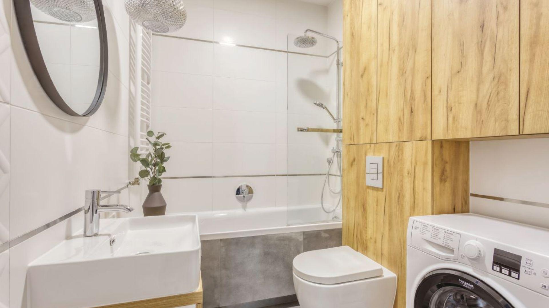 Aranżacja małej łazienki. Proj. Deer Design Pracownia Architektury, deerdesign.pl