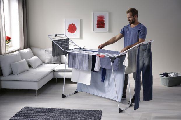 Praktyczna suszarka na pranie przyda się w każdym domu! Warto postawić na szeroki, składany model wyposażony w dodatkowe akcesoria.
