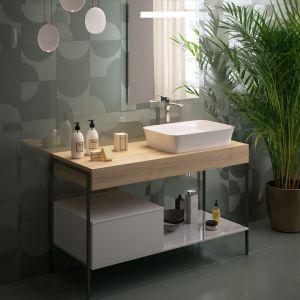 Meble łazienkowe na nóżkach z serii Adapto marki Ideal Standard. Fot. Ideal Standard