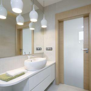 Pomysł na oświetlenie w łazience. Proj. Renata Modrzyńska-Kasiak. Fot. Bartosz Jarosz