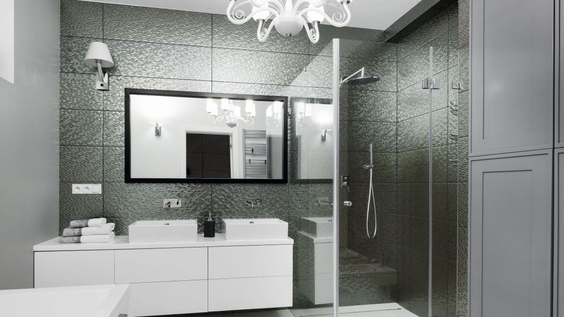Pomysł na oświetlenie w łazience. Proj. Ewelina Pik, Maria Biegańska. Fot. Bartosz Jarosz