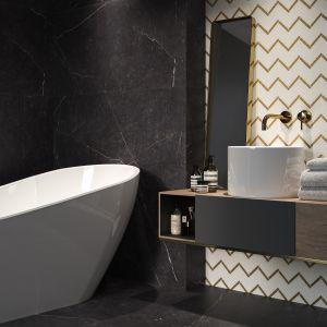 Płytki ceramiczne do czarno-białej łazienki: uniwersalna mozaika Bianco Paradyż Paris marki Paradyż. Fot. Ceramika Paradyż
