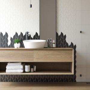 Płytki ceramiczne do czarno-białej łazienki: uniwersalna mozaika Paradyż Bianco Torton marki Paradyż. Fot. Ceramika Paradyż