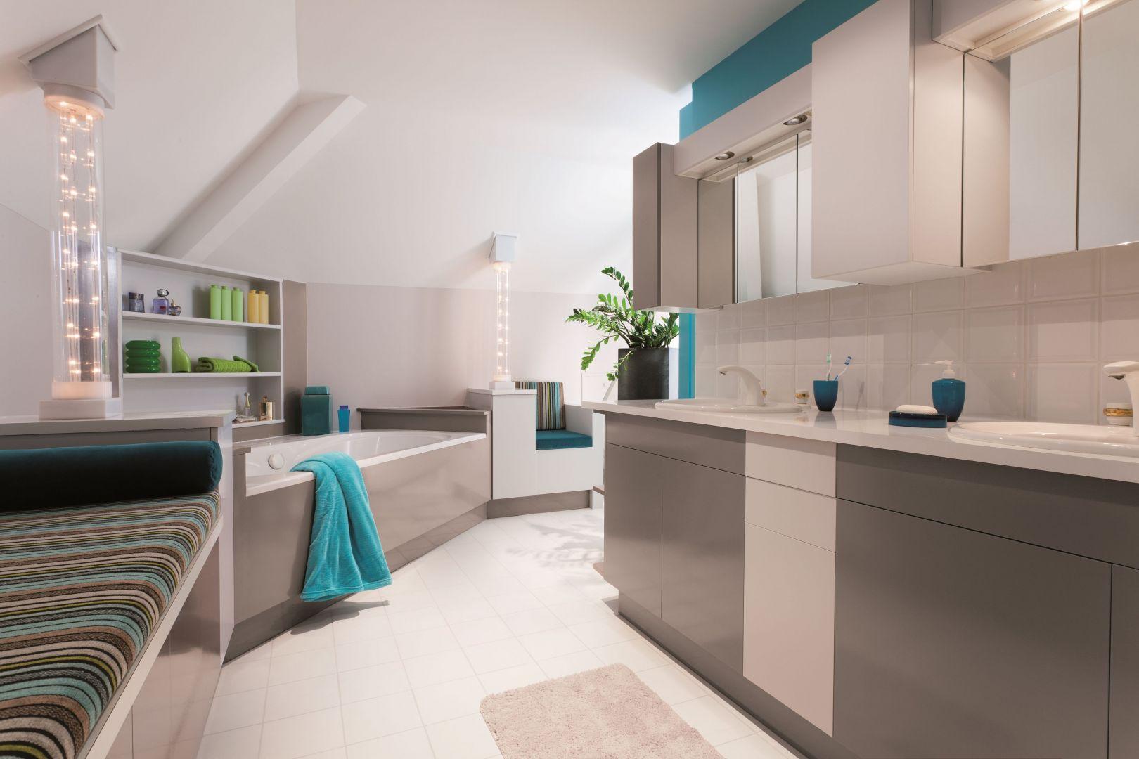 Produkty V33 z linii renowacja pozwolą nadać nowy charakter takim elementom aranżacji łazienki, jak fronty meblowe czy płytki ceramiczne. Fot. V33