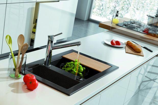 Baterie z wyciąganymi wylewkami to więcej wygody w kuchni. Łatwiej napełnisz wodą garnek czy czajnik. Szybciej i dokładniej umyjesz warzywa, drobne owoce oraz opłuczesz po czyszczeniu zlewozmywak.