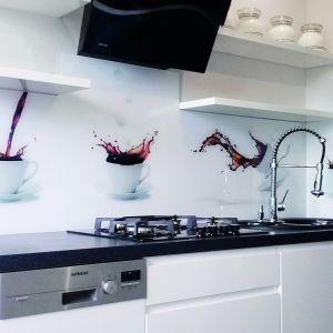 Panel szklany wykonany przez firmę Colour Glass możliwość realizacji z dowolną grafiką. Fot. Panele-szklane.pl