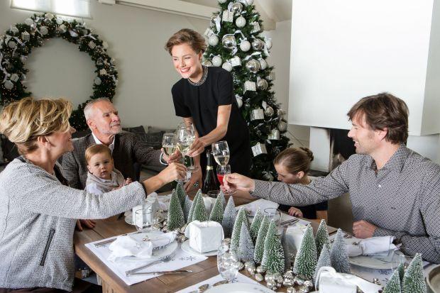 Jak nakryć stół na święta. Praktyczne porady, piękne zdjęcia