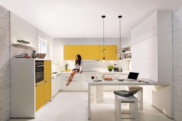 Zielenie, żółcie i pomarańcze zawsze kojarzą się z wiosną. Te wyraziste barwy wprowadzają bowiem dużo pozytywnej energii w nasze życie. Zobaczcie jak ozdobić nimi kuchnię.