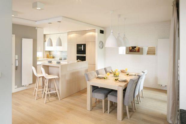 Jadalnia przy kuchni to najczęściej spotykane rozwiązanie w polskich domach. Zobaczcie jak można ją urządzić.