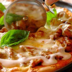 Pizza z kurczakiem i serem pleśniowym. Fot. Knorr.
