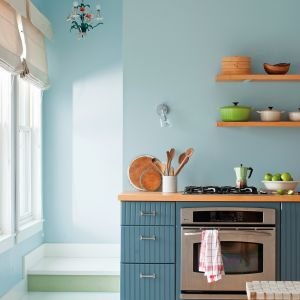 Na zdjęciu: kuchnia pomalowana farbą marki Benjamin Moore. Fot. Benjamin Moore.