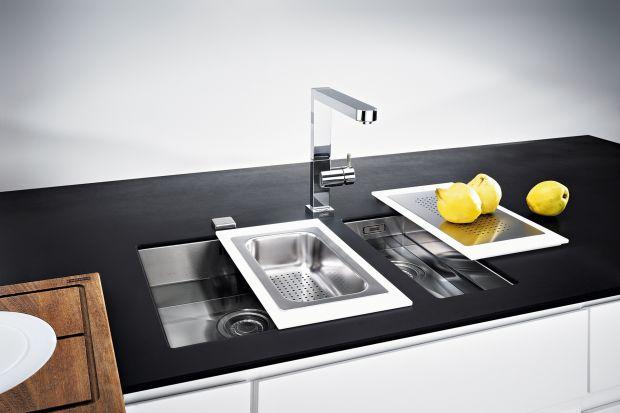 Zlewozmywak to nieodzowny element wyposażenia kuchni. Coraz większą popularnością cieszą się modele montowane pod blatem. Dlaczego? Są praktyczne, a przy tym pięknie się prezentują.