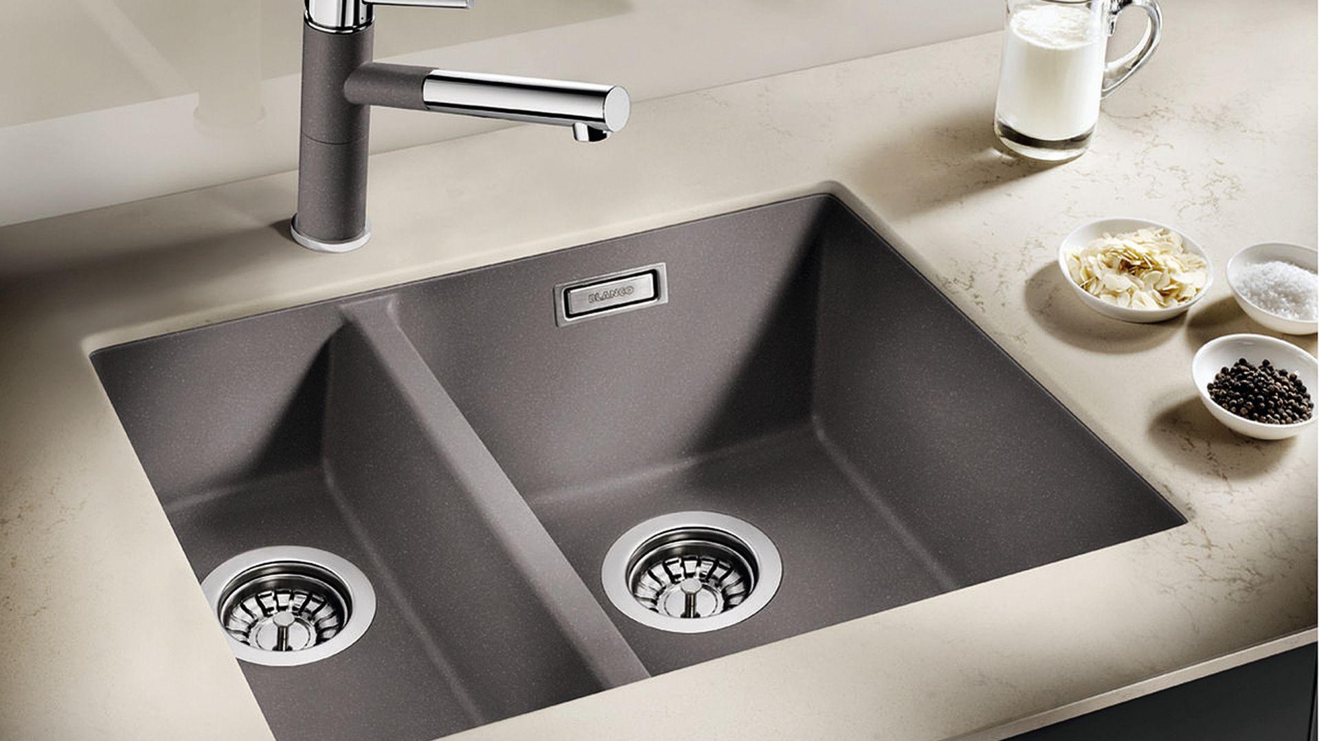 SUBLINE 340/160-U - półtorakomorowy; z kompozytu SILGRANIT® PuraDur®; przelew C-overflow®; wersja z korkiem automatycznym lub bez; 9 kolorów do wyboru. Fot. Blanco.