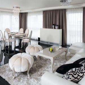 Jadalnia jest bardzo wygodna i reprezentacyjna. Klimatu dodają jej ozdobne tapicerowane krzesła oraz pufy kształtem przypominające dynie.