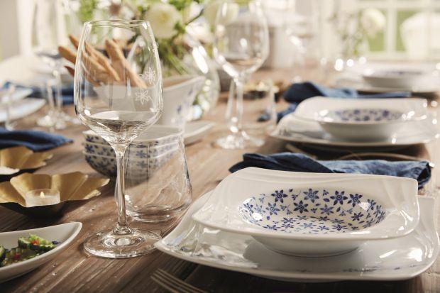 Najwyższej jakości porcelana okraszona dekorem z 18-karatowego złota i błękitnym, kwiatowym wzorem zachwyci nawet najbardziej wysublimowane gusta.